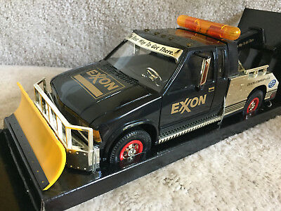 EXXON SERIES 1999 GOLD COLLECTOR'S EDITION TOW TRUCK, Light and Sound, Mint