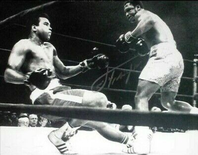 "SMOKIN' JOE FRAZIER v MUHAMMAD ALI SIGNED 16""x12"" BOXING PHOTOGRAPH SEE PROOF"