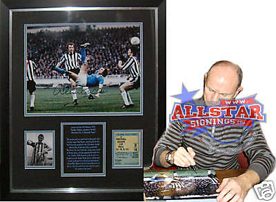 Framed Dennis Tueart Signed Manchester City Photo Proof
