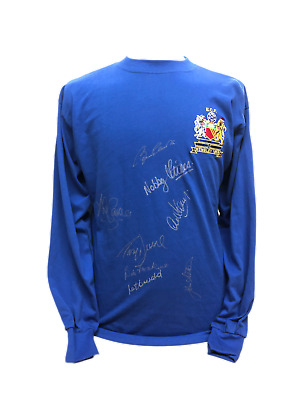 Manchester United 1968 European Cup Final Football Shirt Signed By 8 Charlton