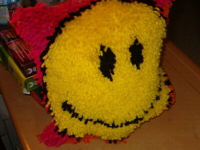 Latch Hook  Smiley Pillow  12 By 12