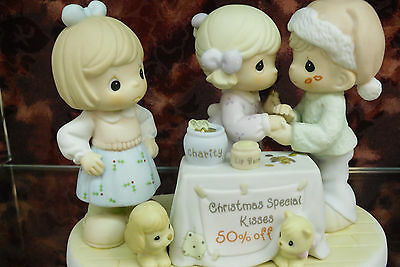 """Precious Moments- #104215 """"You Are My Christmas Special""""-Kissing Booth-New"""
