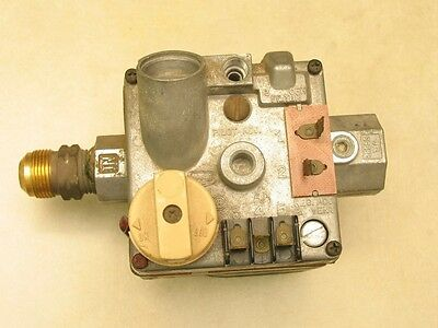 Carrier Bryant Payne Gas Valve 301273-720 Robertshaw 646A-W