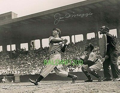 JOE DiMAGGIO SIGNED 10X8 PHOTO,  GREAT ACTION IMAGE, LOOKS GREAT FRAMED