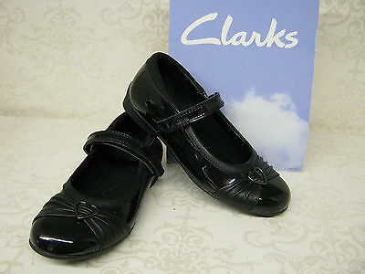 c8ce598bb20b58 SALE Girls Clarks Dolly Heart Inf   Jnr Black Patent Leather School Shoes