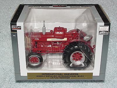 2018 LIMITED EDITION IH FARMALL CUB CHRISTMAS ORNAMENT #15 IN SERIES SPEC CAST