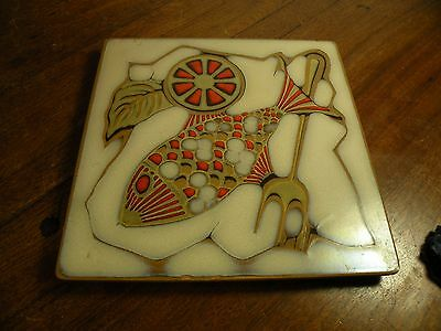 TT170 MIDCENTURY MIRASOL RED SNAPPER POTTERY TILE TRIVET cork base