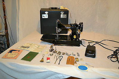 Vintage Singer Featherweight  Model 221 Sewing machine w/ case Attachments