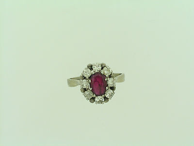 Weißgoldring mit Rubin und Brillanten   An whitegoldring with diamonds and ruby