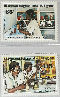 NIGER 1982 820-21 610-11 Laboratory Workers Forschungsarbeit Science MNH