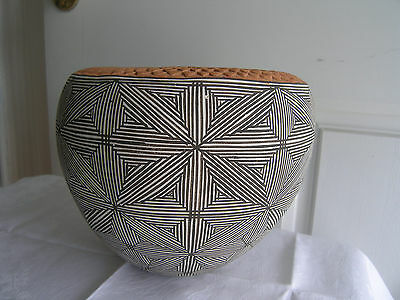 Dramatic fineline  w/pressed pattern on a rim Acoma bowl by Famous Juana Leno