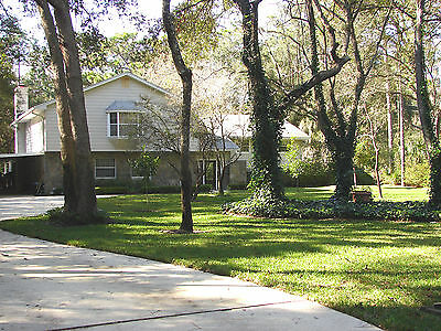 Well Maintained, Large Tri-Level. Motivated sellers!  Jacksonville, FL