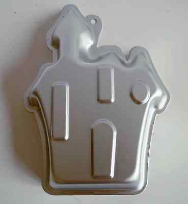 HALLOWEEN Haunted House, Novelty Aluminium Cake Tin. Will Produce Cake 20 x 19cm