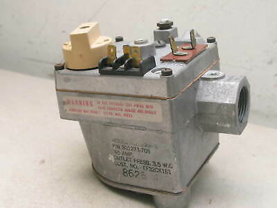 Carrier Bryant Payne Gas Valve 301273-705 Robertshaw 646A-X