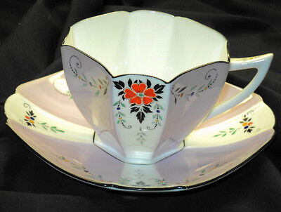 SHELLEY QUEEN ANNE MAUVE RED DAISY TEA CUP AND SAUCER