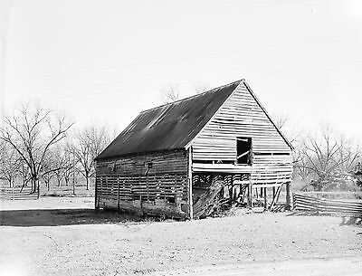 """Old BARN, Rustic Wall accent, 20""""x16"""" photo, black and white, vintage, QUALITY"""