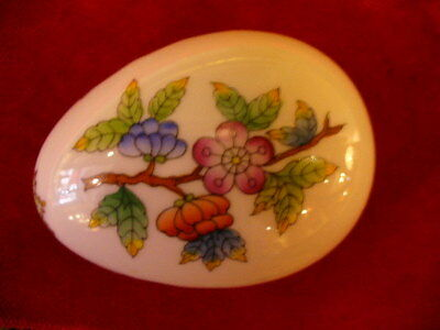 HEREND PORCELAIN QUEEN VICTORIA EGG SHAPED COVERED BOX