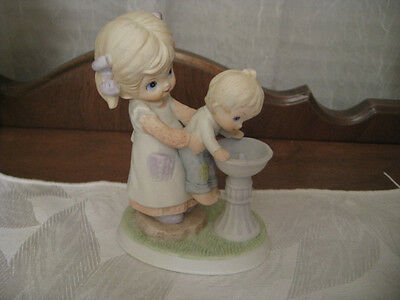 HOMCO #1406 PORCELAIN FIGURINE – GIRL HOLDING UP HER BROTHER TO BUBBLER
