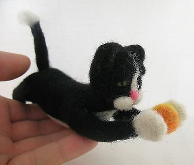 """OOAK Artist Needle FELTED small cute """"Kitten with ball"""" handmade with love #i063"""