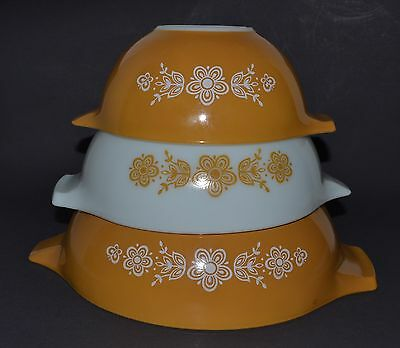 Three PYREX Gold Butterfly CINDERELLA Nesting Mixing Bowls Golden Yellow & White