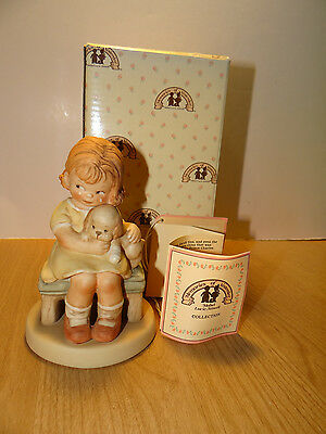 Memories Of Yesterday IT HURTS WHEN FIDO HURTS Porcelain Figurine 114561 Girl