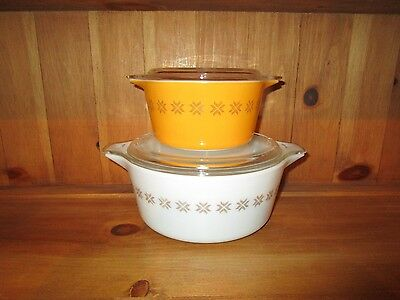 2 PYREX TOWN & COUNTRY CASSEROLE DISHES W/LIDS  #475-B  & # 473