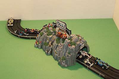 AUTOWORLD TUNNEL,60 PEOPLE,COOL ACCESSORY for LAYOUTS with SLOT CAR GRANDSTANDS