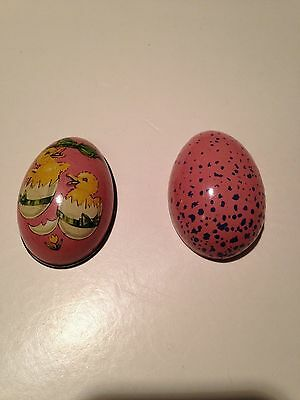 Vintage Metal Easter Egg with 2  Baby Chicks (T6)