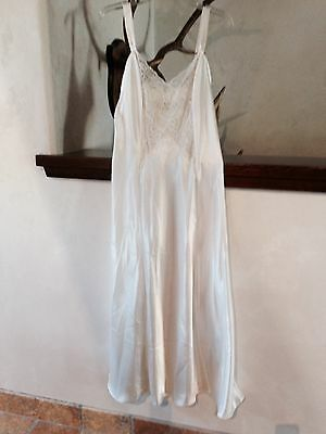 Victoria Secret Women Chantilly Lace Satin Long Gown Very Sexy Cream Medium New