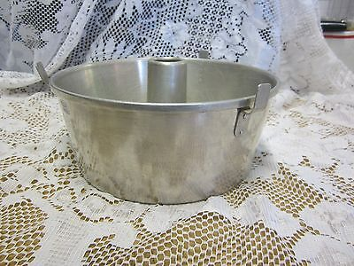 Wear-Ever Aluminum USA Baking Cake Pan w/ Removable Insert