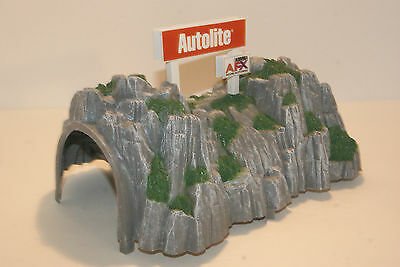 AUTOLITE / AFX  TUNNEL a COOL ACCESSORY for LAYOUTS with SLOT CAR GRANDSTANDS