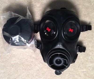 AVON FM12 RESPIRATOR size 3 with 1 DPF12 FILTER, NEVER ISSUED