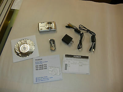 OLYMUS D-705 14MP DIGITAL CAMERA IN BOX (SILVER) MINT