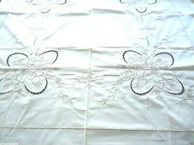 "Vintage NEW Hand Embroidered&Cutwork Floral Cotton Oval Tablecloth 102""x 68"""