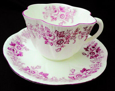 SHELLEY ROSE RED DAISY TEA CUP AND SAUCER MAUVE DAINTY