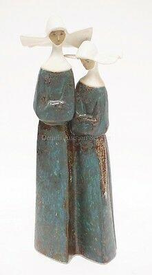 LLADRO FIGURE OF 2 NUNS. 13 INCHES TALL. Lot 1172