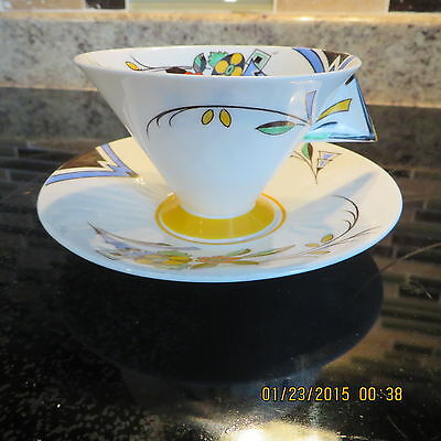 SHELLEY ART DECO TEA CUP AND SAUCER SET WITH SOLID CHEVRON HANDLE