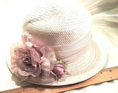 LADIES CAPELLI WHITE STRAW HAT, FEDORA STYLE W/PALE LAVENDER SILK ROSE W/SEQUINS