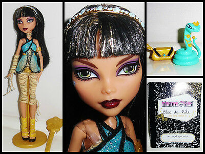 Monster High Signature/Original Cleo de Nile Doll w/ Stand, Diary & Accessories