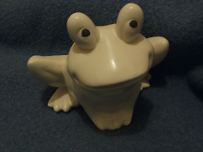 Hull Ivory Frog Planter - F 70 - 6 inches tall