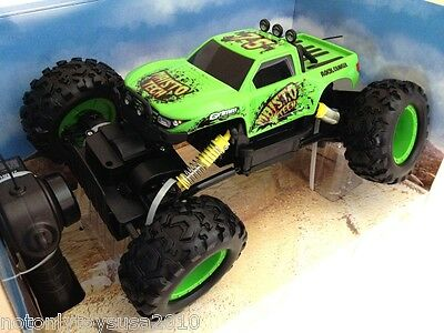 Remote Control RC Maisto Tri-Band Off-Road Rock Crawler Monster Truck 2014 Green