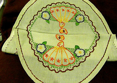 CRINOLYNE LADY IN A ENGLISH GARDEN VINTAGE  HAND EMBROIDERED TABLE CENTER