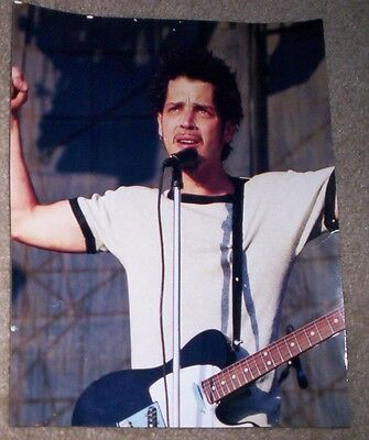 8x10 GLOSSY PHOTO - CHRIS CORNELL OF SOUNDGARDEN IN CONCERT- FREE SHIPPING in US