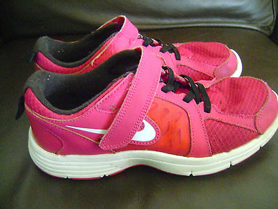 NIKE  LIVESTRONG GIRLS  Running  shoes  size  3y