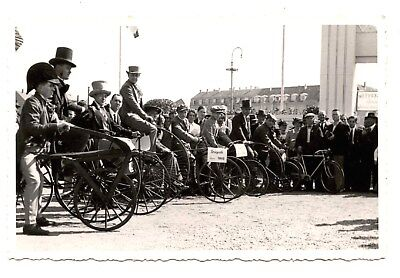 CARTE PHOTO.EVENEMENT CLUB CYCLISTE.GRAND-BI.DRAISINE.VéLO ANCIEN.TRICYCLE.CYCLE