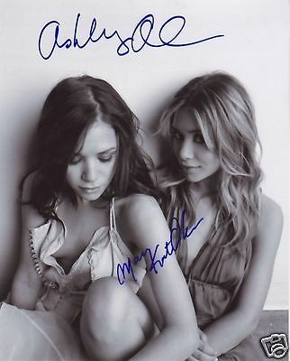 Mary Kate & Ashley Olsen Autograph Signed Pp Photo Poster