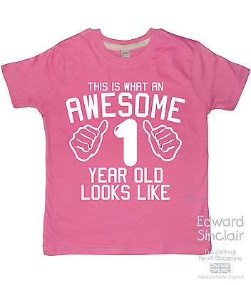 THIS IS WHAT AN AWESOME 1 YEAR OLD LOOKS LIKE Girls 1st Birthday T Shirts