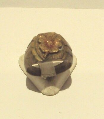 VINTAGE NICE MAN BRONZE RING WITH CLOVER ON THE TOP FROM THE EARLY 20th c # 192