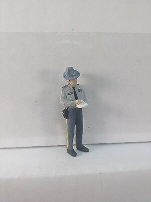 Arttista State Trooper Writing a Ticket #1449 - O Scale On30 On3 Figures - New