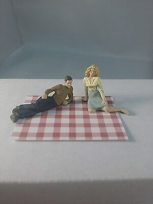 Arttista Young Couple on a Picnic #1578- O Scale On30 On3 Figures Artista - New